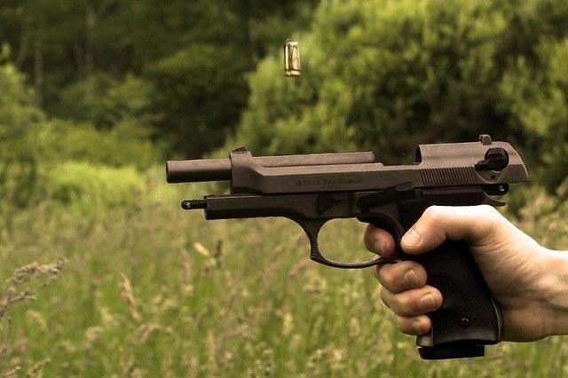 gun-449783_640